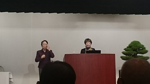 非常勤講師 手話の荒木先生も大活躍.JPG
