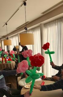 参加者全員でバラを作る.jpg