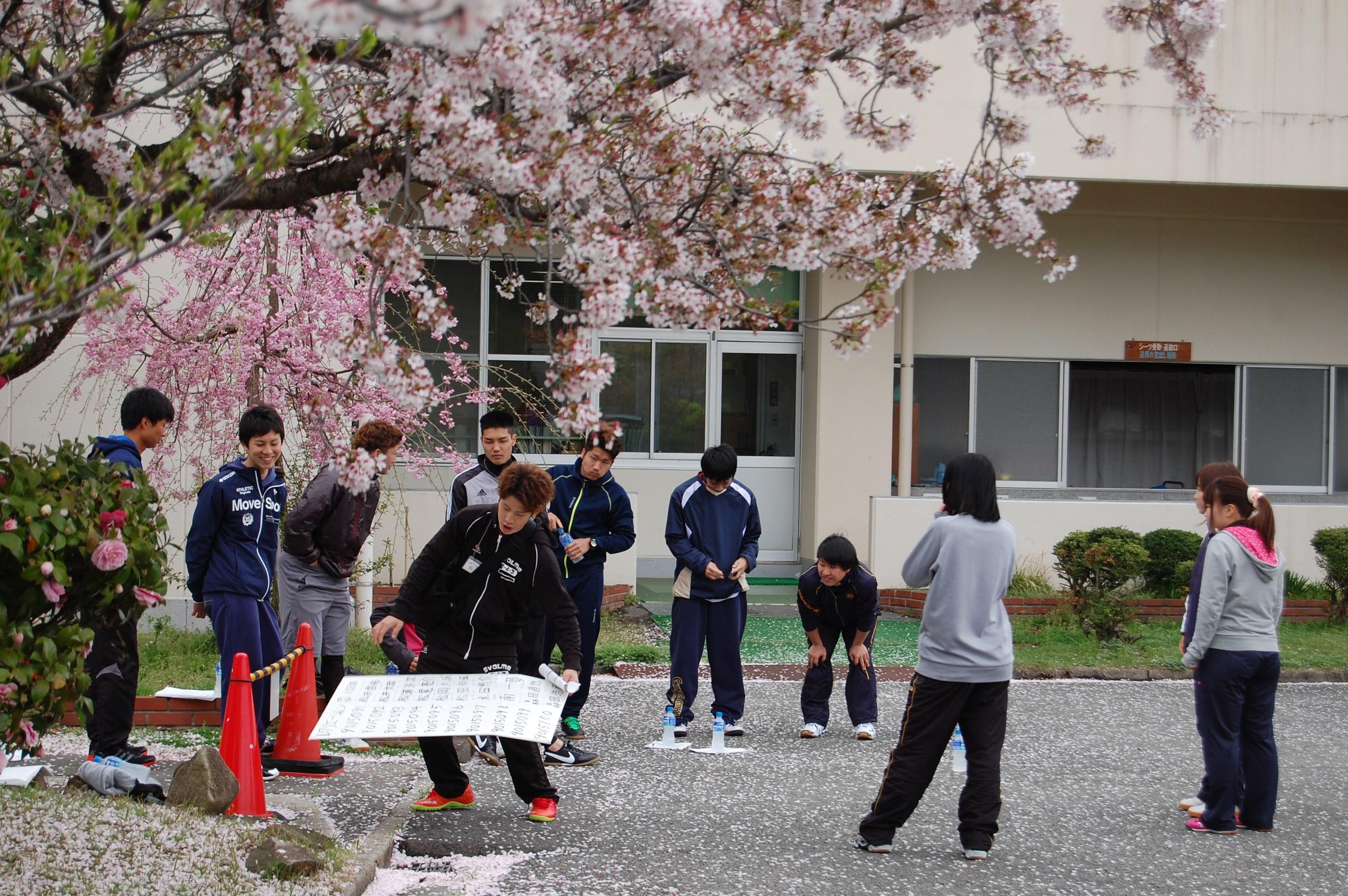 http://www.heisei-u.ac.jp/faculty_info/img/DSC_3759.JPG